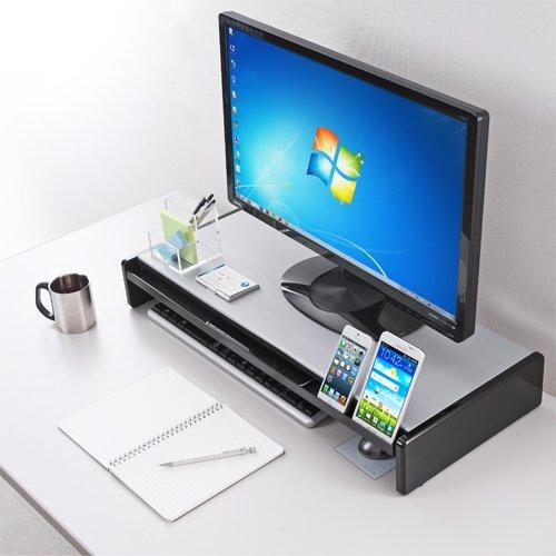 自作のモニター台を活用! デスクを整理整頓している例を紹介