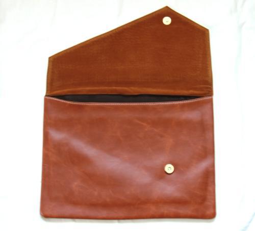 高級感があるiPadやタブレットが収納できるバッグ