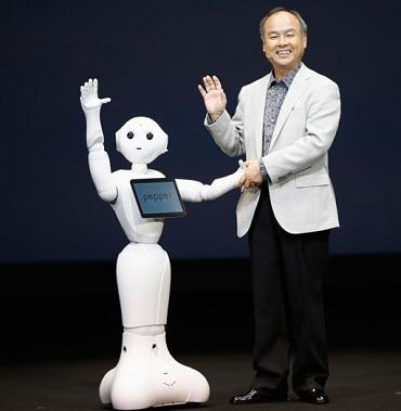人の感情がわかるロボット「Pepper(ペッパー)」ソフトバンクが発売