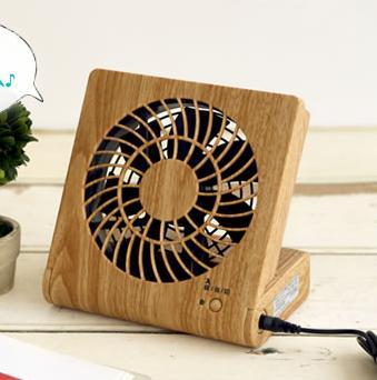 本棚にしまえる、USBで給電、静音の卓上扇風機 pieria ピエリア